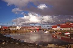 A Clear Day and a Low Tide (IMG_0018mod) (AngusInShetland) Tags: boat clinker skibbadock lerwick shetland scotland agfavistaplus agfa poundland 35mm canoscan5600f minolta maxxum minoltadynax7000i dynax outdoor vehicle itsnotacapture shetlandmodel