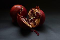 Granadas (davidgv60) Tags: david60 degradado fujifilm xt10 fondonegro oscuro granadas espaa pomegranate fruit spain efectoluz luznatural interior color frutas composicin alimentos natur natural photodgv
