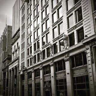 Tant de vies et de mystères derrière ses fenêtres #montreal #mtl #quebec #canada #bw #architecture #oldmontreal #vieuxmontreal #dailypic #vty_2016 #lenka #snapseed #instagramers #igersmontreal #igerscanada #igersquebec #urban #creativepeople
