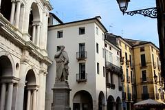Vicenza (Elena GEm Ferrara) Tags: italy statue architecture architect vicenza palladio