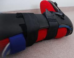 Legbrace with thick sock (wollstrumpf77) Tags: broken sock cam leg knee thermal brace thick kneebrace aircast legbrace beinbruch camwalker thermalsocks dickesocken gipsfus knieschiene dickefüsse fussschiene