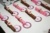 Pregadores cupcake (Lili Arte em biscuit) Tags: de rosa biscuit cupcake e marrom chá panela grampo fecha prendedores lembrancinha pacote pregadores