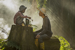 MIA_5360 (yaman ibrahim) Tags: old portrait mist kid smoke palm smoking suluk nikond4 tausug