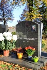 Allerheiligen 2016 - stadsbegraafplaats Leuven (Kristel Van Loock) Tags: allsaintsday toussaint allerheiligen allerzielen allerheiligen2016 leuven seemyleuven visitleuven leuvencity stadsbegraafplaatsleuven stadsbegraafplaats begraafplaats cimitero cimetire cemetery graves tombes graven 1november2016 louvain lovaina lovanio drieduizend vlaamsbrabant vlaanderen flanders fiandre flandre flemishbrabant visitflanders visitbelgium atleuven belgium belgique belgien belgi belgica belgio