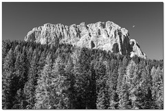 "Mountain and Moon (""Deca"") Tags: dolomiti dolomites montagna mountain sassolungo valgardena biancoenero blackandwhite effettoir ireffect luna moon monocromatico monochrome estate summer agosto august"