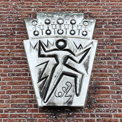 Gevelsteen Posthoornstraat (R. Engelsman) Tags: gevelsteen posthoornstraat kamervankoophandel kvk rotterdam rotjeknor 010 nederland nl