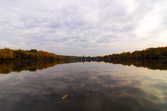 Cloudy autumn morning (FocusPocus Photography) Tags: herbst autumn fall maxeythsee see lake badenwuerttemberg stuttgart wolkig cloudy landschaft landscape