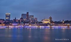 Hamburg - Blue Port (Rolandito.) Tags: germany deutschland alemania allemagne germania hamburg port harbour hafen blue hour twilight illumination cruise days elbe