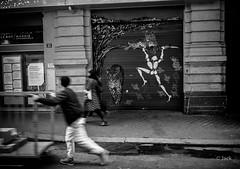 (Jack_from_Paris) Tags: l1010606bw leica m type 240 10770 leicaelmaritm28mmf28asph 11606 dng mode lightroom capture nx2 rangefinder tlmtrique bw noiretblanc noir et blanc monochrom wide angle street rue bhv paris art jacques mesnager de mur wall 33 la verrerie
