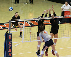 Defense (RPahre) Tags: volleyball b1g huffhall huff minnesota universityofminnesota illinois universityofillinois champaign robertpahrephotography copyrighted donotusewithoutwrittenpermission
