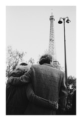 (http://dervatt.tumblr.com) Tags: 35mm paris streetphotography lovers ishootfilm contax t2 ilford fp4 buyfilmnotmegapixels france street eiffel tower trocadero