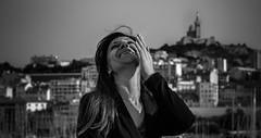 Elvira (Amebreak) Tags: street portrait people white cinema france girl monochrome port canon de photography 50mm donna marseille strada noir scope mother photojournalism personas e laugh cinematic et bianco blanc nero personnes champ vieux rire intrieur cinemascope profondeur blanck canebiere photojournalisme streetpassionaward