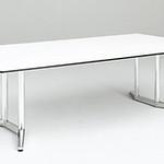 会議テーブルの写真