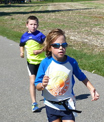 Cool shades 3 (Cavabienmerci) Tags: boy sports boys sport race children schweiz switzerland kid à child suisse running run course runners pied runner triathlon laufen triathlete läufer lauf 2015 uster