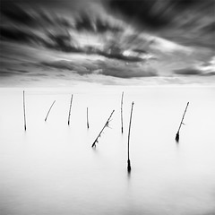 Stakes in the Wind (DavidFrutos) Tags: longexposure sea costa naturaleza seascape beach nature water clouds landscape coast mar agua wind fineart playa paisaje viento murcia filter le lee nubes nd canondslr marmenor stakes 1x1 waterscape filtro largaexposición filtros gnd estacas neutraldensity canon1740mm graduatedneutraldensity densidadneutra davidfrutos 5dmarkii bwnd8 silverefexpro2 hitechreversegnd06