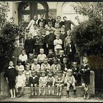 Archiv H382 Kinderheimgruppe (front), Stockdorf 1920er thumbnail