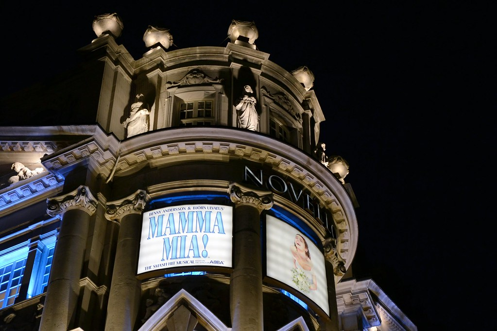 The world 39 s best photos of novello and theatre flickr for Balcony novello theatre