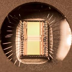 EPROM (pitti13) Tags: eprom macro die chip bondingwires window ic