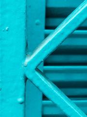 K de ... [Explored] (Letua) Tags: k metal rayas lineas turquesa monocromo