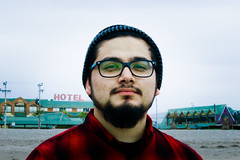 Foto - 1180 (-`'Mutant Happiness'-) Tags: boy glasses hipster cold day friend la serena cuarta region chile fotografo fotografa happiness mutanthappiness account indie