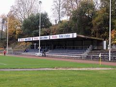 ASV_Wuppertal_05 (Kurrat) Tags: tribüne gelbersprung asvwuppertal wuppertal barmen regen svunionvelbert groundhopping fusball fussball stadion bezirksliga