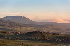 Zellenberg et Haut-Koenigsbourg, Alsace, France (Etienne Ehret) Tags: zellenberg hautkoenigsbourg alsace france paysage landscape light lumière matin sunrise collines canon 5d mark iii 70200 sériel f28