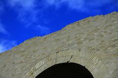 Top of aqueduct (davidvankeulen) Tags: europe europa france frankrijk frankreich franserepubliek rpubliquefranais aqueduct aquaduct arssurmoselle metz romanaqueduct romeinsaquaduct romeinserijk romanempire davidvankeulen davidvankeulennl davidcvankeulen urbandc