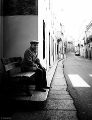Hello - I'm sitting here alone on the bench (René Mollet) Tags: man alone blackandwhite italy street streetphotography bench renémollet olympus zuiko monochrom monochromphotographie