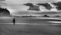 Oceano (Sante sea) Tags: ocean sea sky woman donna mare oceano portogallo portugall cluods