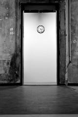 (Vittoria Lazzeri) Tags: door venice bw white black art clock modern open arte contemporary bn biennale venezia orologio bianco nero moderna contemporanea