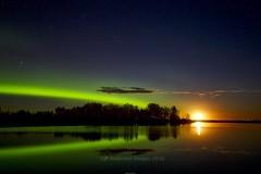 Moonrise aurora arc (John Andersen (JPAndersen images)) Tags: aurora borderfx fence irricana moonrise night pond