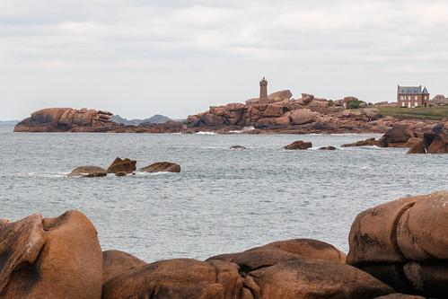 Vue sur Ploumanac'h depuis l'île Renote à Trégastel