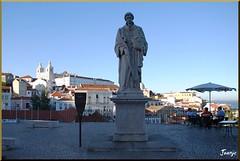 Lisboa (10-7-2010) (Juanje Oro) Tags: portugal lisboa 099 2010 panoramio costa escultura estatua personajehistorico barco rio