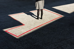 (Antonio Gutirrez Pereira) Tags: antoniogutierrezfotografia dinamocoworking frontera retrato mujer sombra luz color arquitectura portrait vigo