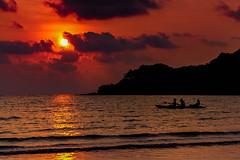 Sunred (Cathy_abd) Tags: koh kood kut thalande plage palmier asie sans personnage du sudest bleu ciel destination de voyage eau en surplomb horizontal imageencouleur jour mer paradisiaque paysages photographie prisedevueenextrieur sable tourisme cathyabd night nuit coucherdesoleil