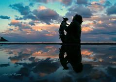 El cario/Affection (josemanuelvaquera) Tags: mascotas afecto cario paty reflejos ceuta atardeceres
