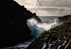 Between (13 Monkeys) Tags: mull scotland staffa basalt columns fingalscave waves sea water tidal clouds