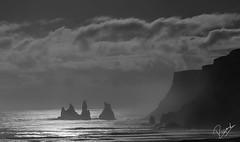 Night Trolls (Ricard Sánchez Gadea) Tags: vík suðurland islandia is noche nit night trolls mar sea rocas piedras stones moonlight llumdelluna luzdeluna boires nubes clouds canon canonistas 6d 6dcanon 6deos eos6d canon6d canoneos6d 24105 24105mm 24105canon canon24105 canonef24105mmf4lisusm