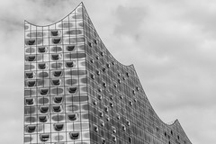 - Melting Look UP - (Mr. LookUP) Tags: elbe elb 2016 philamonia blackandwithe blackwhite urban urbanphotography streetphotography architecture abstractarchitecture architektur hamburg deutschland germany unique canon zoom lookup looking melting steel clouds upward