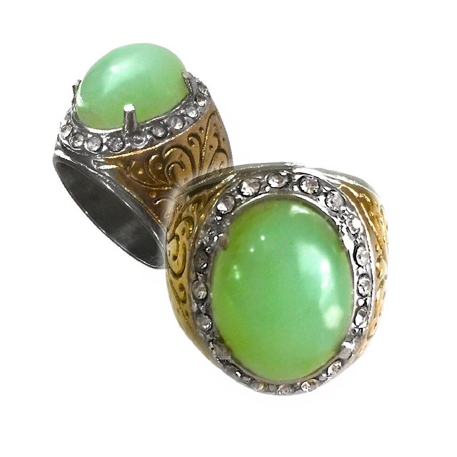クリソプレーズの宝石の意味と効果・アクセサリー・他の石との相性
