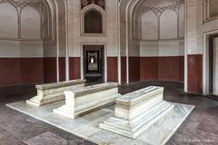 DSC5577 Mausoleo de Humayun (tumbas de familiares del emperador), año 1565-72, Delhi (Ramón Muñoz - ARTE) Tags: delhi india mausoleo tumba de humayun