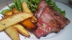 #281116 feito em casa  #home made #jantar costelinha de porco grelhada  batata assada  salada verde  #dinner Grilled pork ribs Roasted potato and green salad (i cook my meals daily) Tags: 281116 home dinner jantar