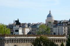 Point de vue (.urbanman.) Tags: paris henriiv panthon iledelacit cadenas