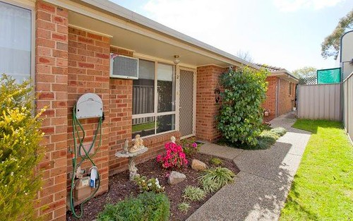 2/472 Breen Street, Lavington NSW 2641
