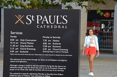 St Paul's Cathedral (Cazador de imgenes) Tags: street inglaterra summer england woman london girl station st female paul photo donna mujer nikon foto chica cathedral candid streetphotography pauls agosto londres verano angleterre streetphoto sant londra ragazza reino unido inghilterra d7000
