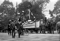 Men with horse-drawn float at St. Stephen's Green (National Library of Ireland on The Commons) Tags: ireland dublin floats ststephensgreen stephensgreen rnli lifeboats leinster codublin royalnationallifeboatinstitution wolftone nationallibraryofireland floatyourboat jjclarke johnjosephclarke clarkecollection