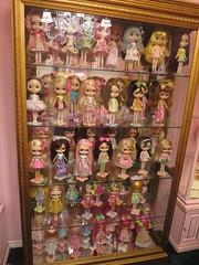 Perfect little girls...all in a row (Primrose Princess) Tags: doll kenner blythe 1972 takara dollcollection 1972kennerblythedoll dollyfashion takarablythedoll dollydisplay dollydreamland