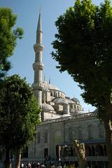 Sultan Ahmet Camii / Blue Mosque (H&T PhotoWalks) Tags: building architecture exterior minaret muslim islam mosque bluemosque sultanahmet sultanahmetmosque canoneos400d sigma18250