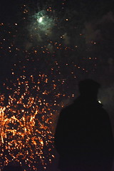 Watching The Fireworks (ericgrhs) Tags: feuerwerk fireworks night silhouette