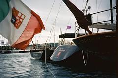 F1000032 (AN4 x 100% analog - 0% retusche (retouching)) Tags: boot boat lomo lca ship kodak yacht sttropez 100 et rivera rl frech etcetera ektar cetera frenchrivera cetra an4 kodakektar100 lomolcarl